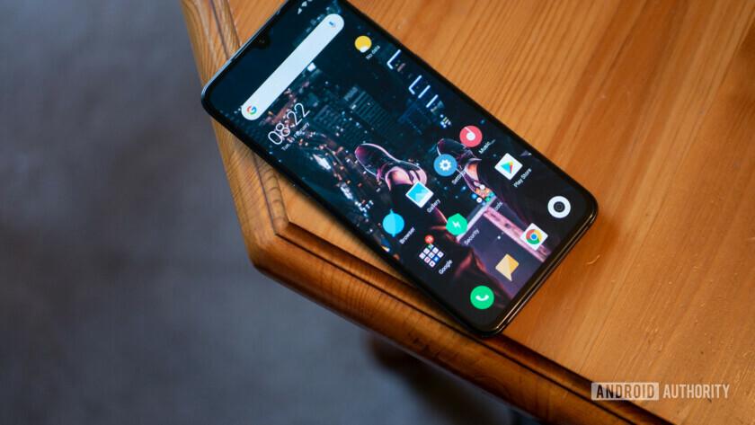 Xiaomi Mi 9 - устройство на столе